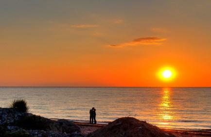 1038965_94955801- sunset lovers