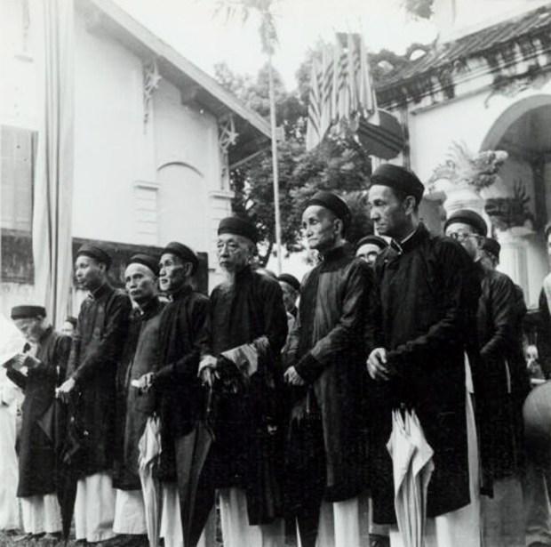 Ngày giỗ vua Lê Thái Tổ (Lê Lợi) tại đền thờ vua Lê gần hồ Gươm (1949).