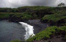 Black Sands & Blow Holes (and just how do you pronounce Wai'anapanapa anyway?)