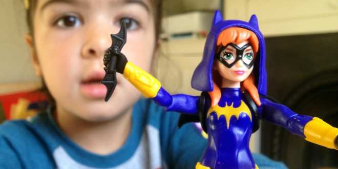 If you want to give Batgirl an extra accessory though, in a sneaky hack LEGO Batarangs fit perfectly into her hand.