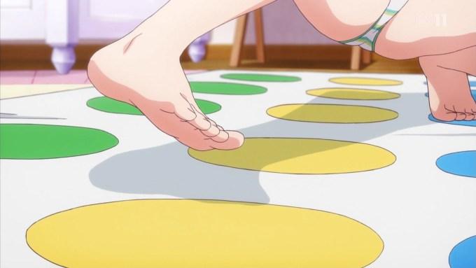 水着でツイスターゲームをする山田エルフの足