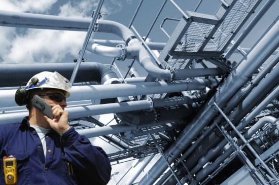 engineer on phone_m