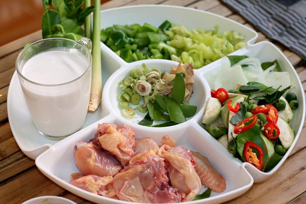 Ann's Thai cooking clas - Kang Keaw Wan Kai