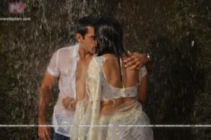 Saurabh Ghokhle and Sarmistha Raut in yoddha movie