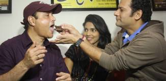 Superstar Sachin Pilgaonkar celebrated his birthday with 'Sanngto Aika' Marathi Film Team