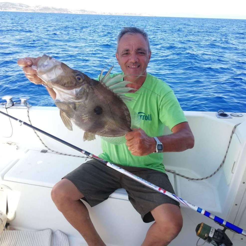 Un bellissimo pesce san pietro catturato a bolentino di profondità