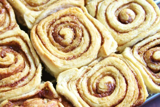 Food Crush: Cinnamon Rolls w/ Cream Cheese