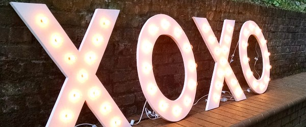 diy-plywood-marquee-letter
