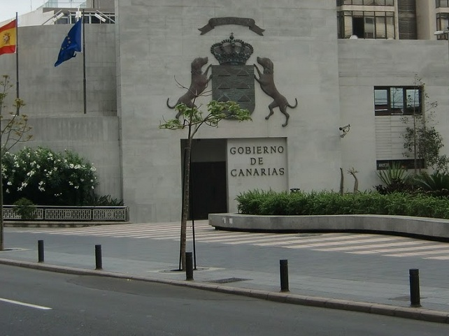 Resultado de imagen de funcionarios canarios