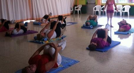 Las personas mayores del Centro de Día de Vecindario se ponen en forma con Pilates