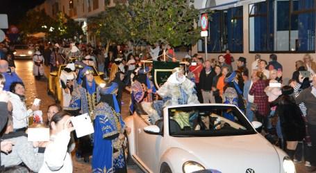 La Cabalgata de Reyes llena de ilusión las calles de San Fernando de Maspalomas
