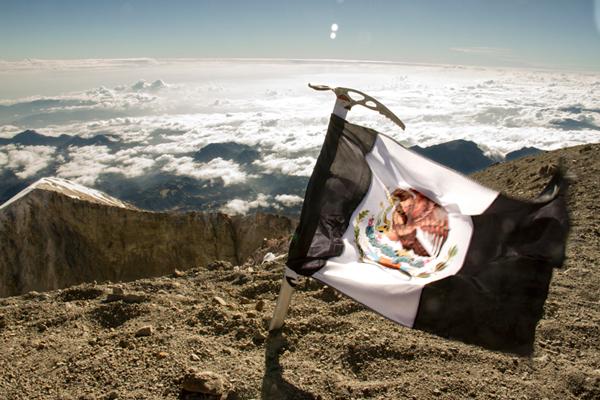 """""""El grito de los que no están, desde la cima del Pico de Orizaba"""" de Rodrigo Suárez"""