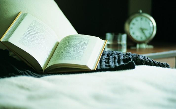 2560x1600-book-bed-alarm-clock