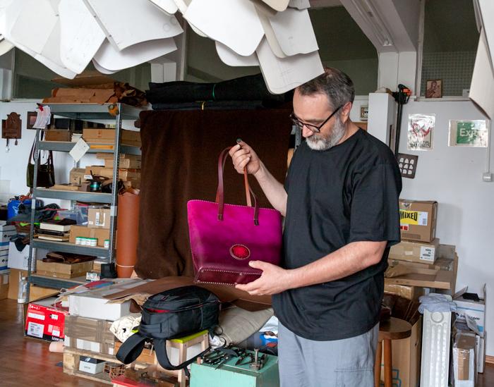 Creatorul FurgaMurga, cu geanta Tania