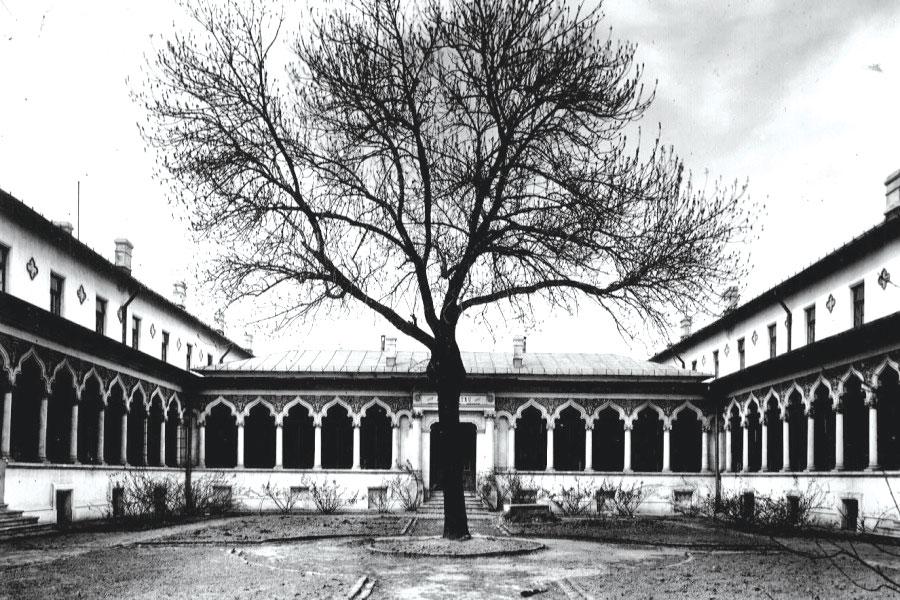 Grădina interioară a Școlii Centrale de Fete, la 1890 Foto: arhitectura-1906.ro
