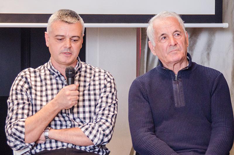 Radu Jerlăianu (stânga) și Gheorghe Drăghici, vorbind despre ce a fost și cum este oina astăzi