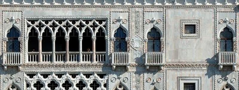 """Fațada Palatului Ca' d'Oro (""""Casa de Aur""""), Veneția, Nordul Italiei"""