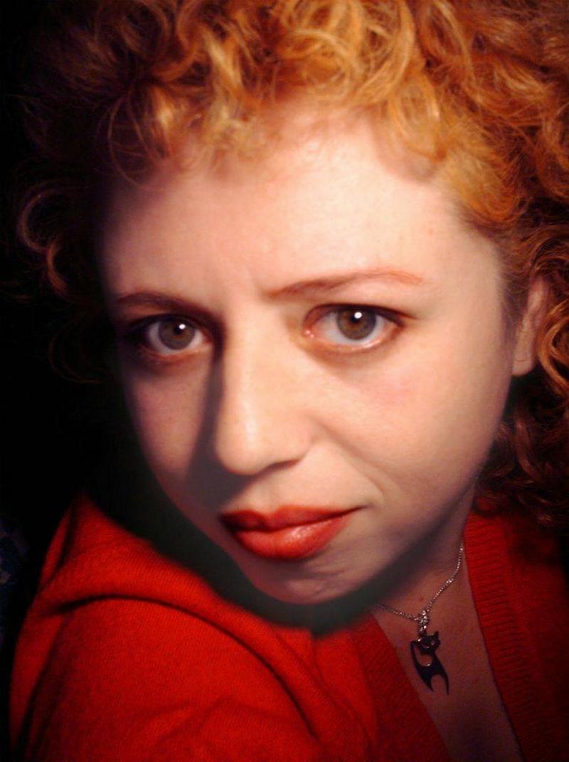 Regizorul Crista Bilciu a depus o însemnată muncă de documentare pentru spectacolul Pe jumătate cântec