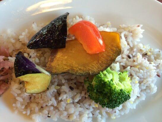 ロイヤルホストの十八穀米のキーマカレー (2)