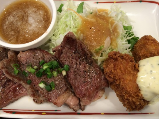 ガストのステーキ・カキフライ定食