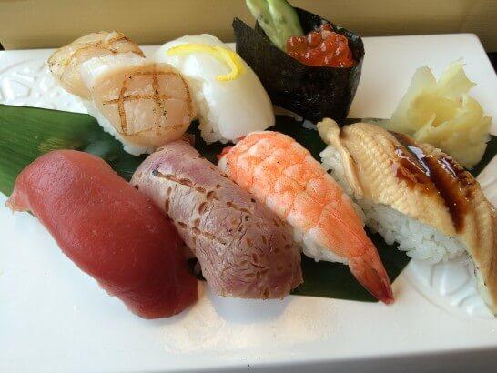 かごの屋の寿司のアップ
