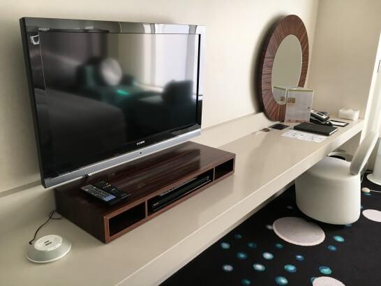 ヒルトン東京ベイのテレビと鏡・ネット
