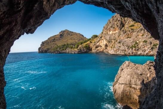 リゾートの海の洞窟