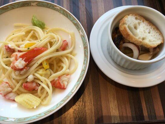 魚介類のアヒージョ、蟹と彩り野菜のパスタ