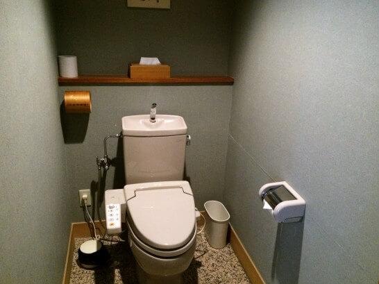 界伊東の「次の間付客室」のトイレ