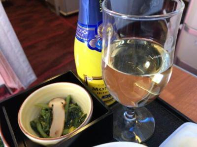 JALファーストクラスのシャンパン