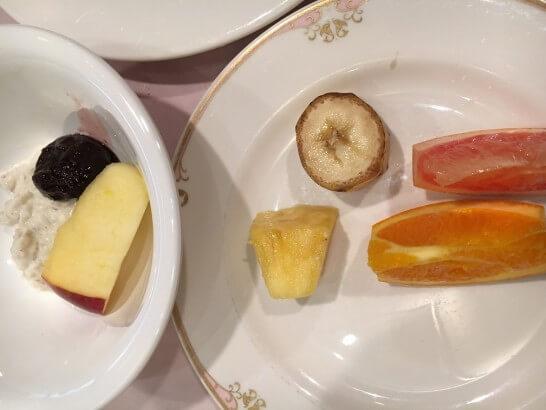 オークラ東京ベイの朝食ビュッフェのフルーツ・ヨーグルト