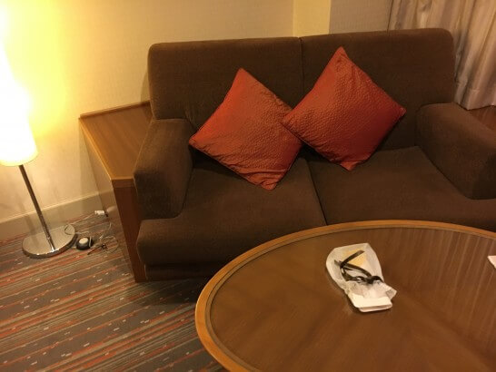 無料アップグレードしてくれた部屋のソファー