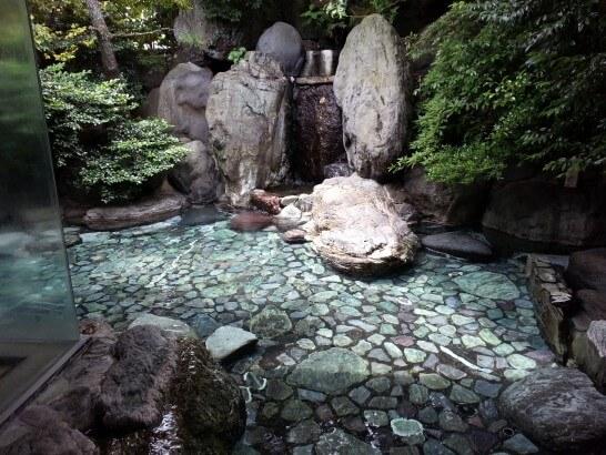 界伊東の大浴場の露天風呂