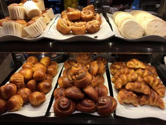 ロイヤルパークホテルの朝食のパン