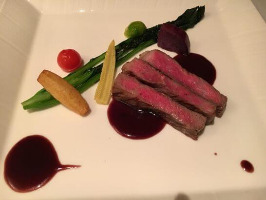 高級レストランのステーキ