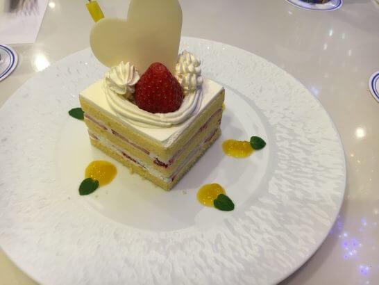 ホテルメトロポリタンエドモントのバースデーケーキ