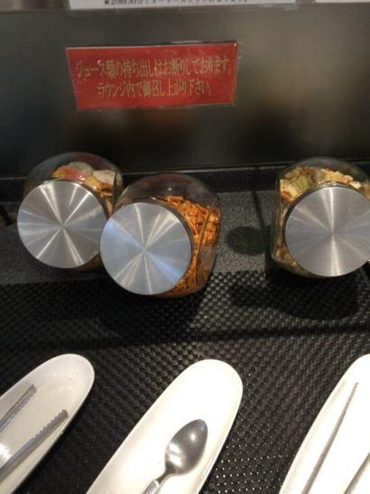 関西国際空港のラウンジ「比叡」のおかき・柿の種