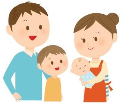 赤ちゃんを抱える母親と家族のイラスト