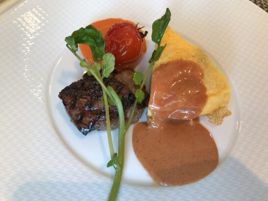 セントレジスホテル大阪の朝食の朝食のステーキ