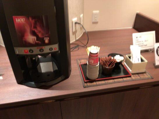 京都ホテル ウエルカムラウンジのコーヒーマシン