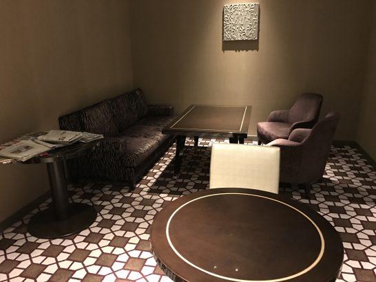 東京マリオットホテルのエグゼクティブラウンジのソファー席
