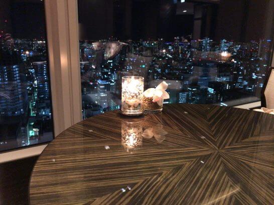 シャングリ・ラ ホテル 東京のホライゾンクラブラウンジの夜景