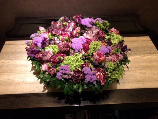 シャングリ・ラ ホテル 東京のホライゾンクラブラウンジのトイレの花