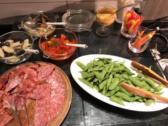 東京マリオットホテルのスティックサラダ・枝豆・酢の物