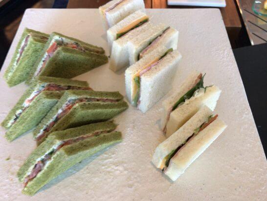 シャングリ・ラ ホテル 東京のホライゾンクラブラウンジのサンドイッチ