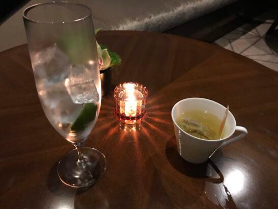 ザ・プリンスギャラリー 東京紀尾井町のクラブラウンジのお水とハーブティー