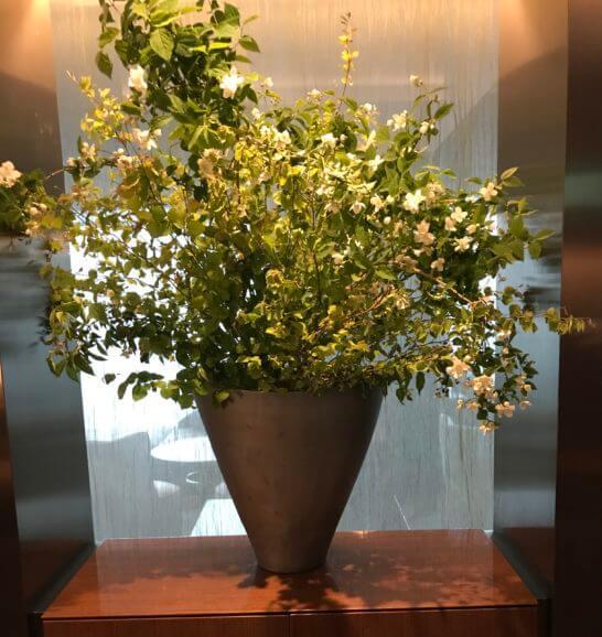 ザ・プリンスギャラリー 東京紀尾井町のクラブラウンジの花