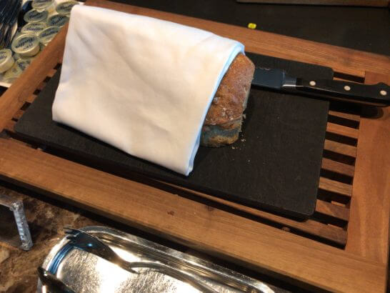 ザ・プリンスギャラリー 東京紀尾井町のクラブラウンジのパン