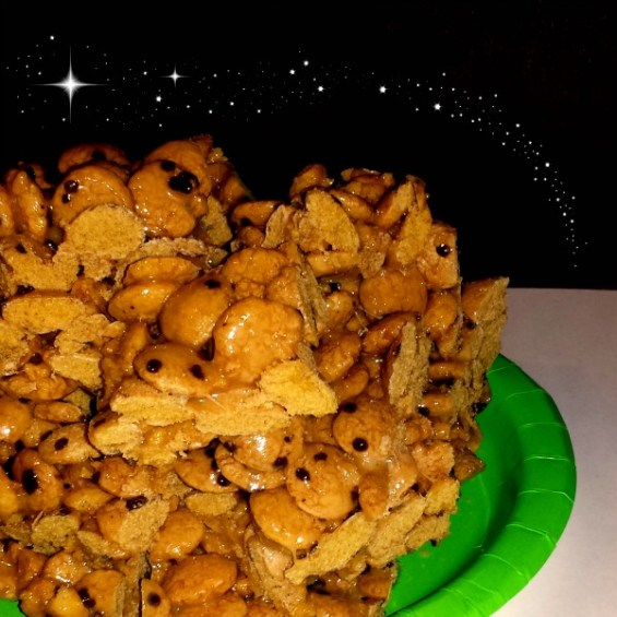 Cookie Crisp Asteroid Treats on a plate #FoodAwakens