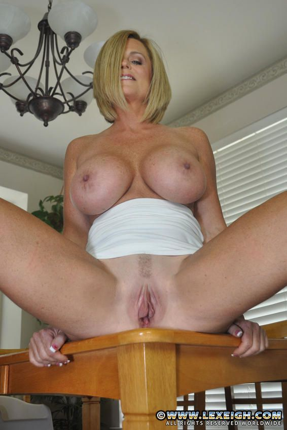 suburban milf wife lexeigh